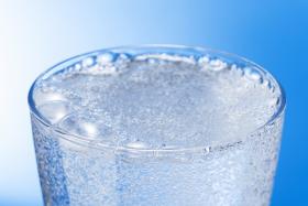 Czy woda gazowana jest niezdrowa ?