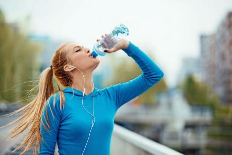 Picie wody - w trakcie treningu, a może po?